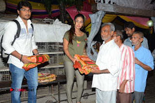 Actress Sri reddy (apthatrust director) Distrubuted Blankets for Orphans at Sai Baba Temple  0024.JPG