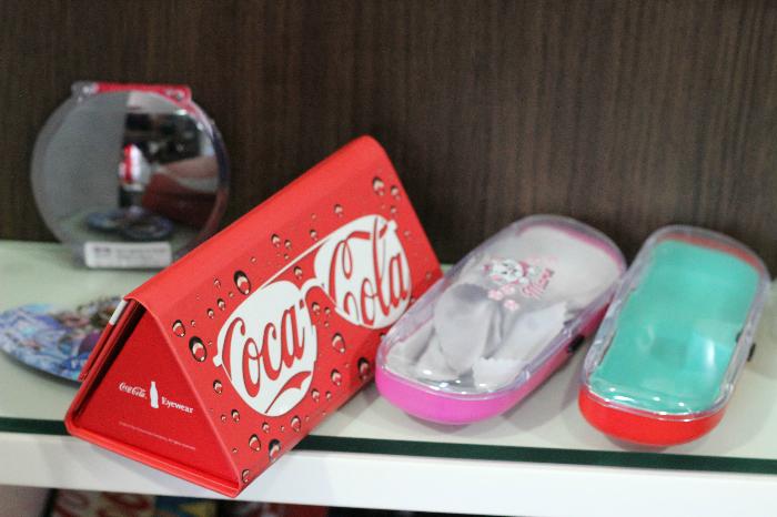 Óticas Opção, óculos coca-cola