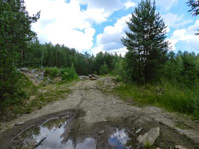 Дорога упирается в завал из камней