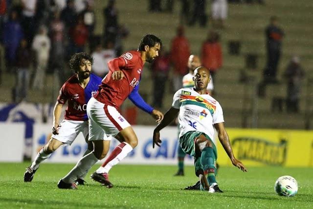 Com um jogador a menos, Sampaio sofre gol no fim e perde para o Paraná
