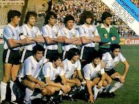 SELECCIÓN DE ARGENTINA - Temporada 1980-81 - Passarella, Bertoni, Olguín, Galván, Tarantini, Fillol; Gallego, Barbas, Díaz, Maradona y Ardiles - ARGENTINA 1 (Maradona), BRASIL 1 (Edevaldo) - 04/01/1981 - Copa de Oro de la Fifa (Mundialito),  1ª fase, grupo B - Montevideo, Uruguay, estadio Centenario