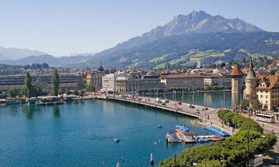 Zurich sông xanh, hoa, cỏ