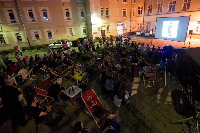 A Capa Központ elkötelezett a magyar fotográfia lehetőségeinek fejlesztése mellett, ezért hat fő számára lehetővé teszi a rangos fesztiválon való részvételt.