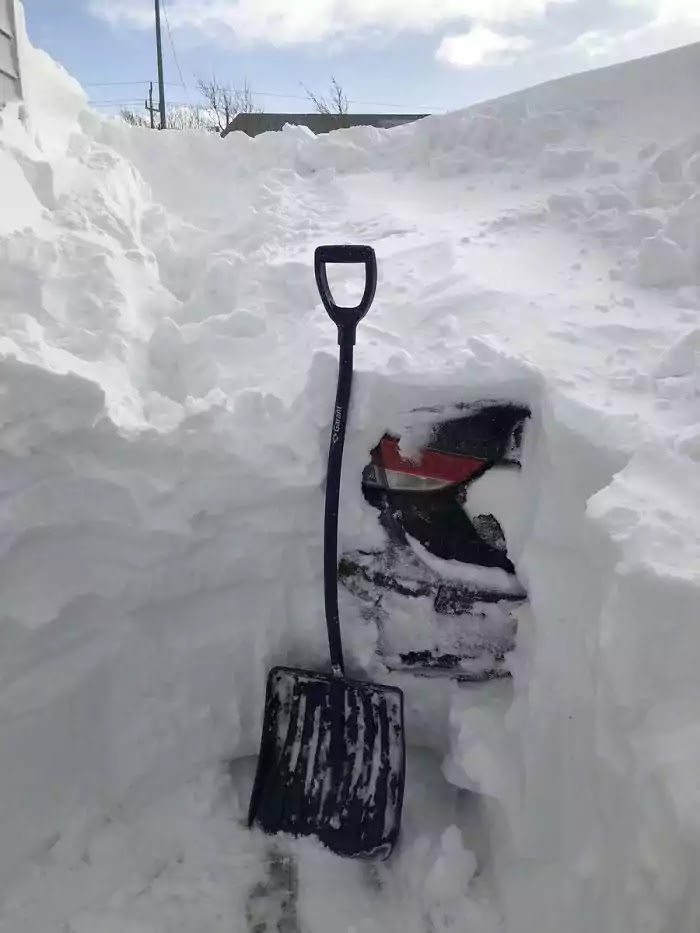 28 Epic Pictures Prove That A Blizzard Can't Scare Canadians