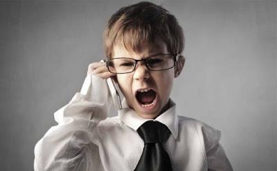 تصرفات سلبية وعدائية يقوم بها طفلك والتي تنتج من بعض الأخطاء التي ترتكبينها فى تربيته  طفل ولد غاضب يصرخ child kid shouting yelling screaming angry