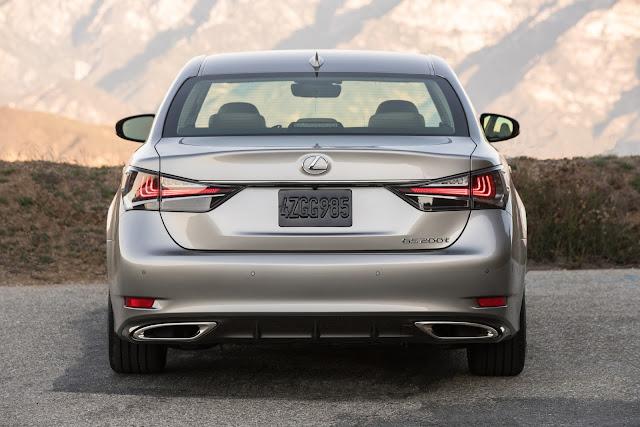 Rear view of 2017 Lexus GS200t