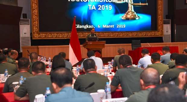 Penegak Hukum TNI Harus Profesional dan Berintegritas