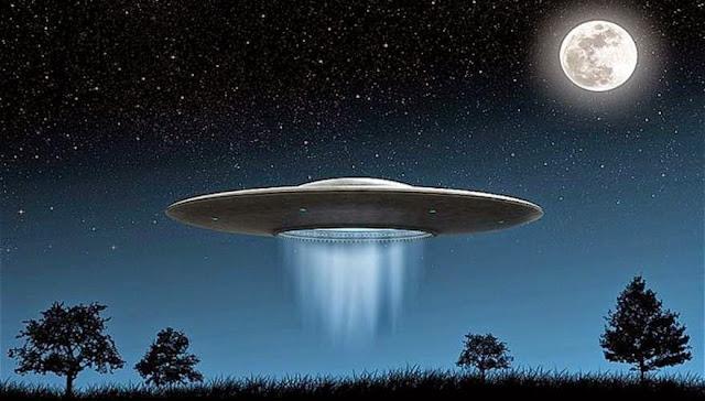 """Σάλος στο διαδίκτυο: Κάμερα πιάνει στα """"πράσα"""" UFO – Δείτε το βίντεο !!"""