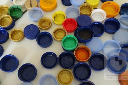 Membuat huruf timbul 3D dengan daur ulang tutup botol