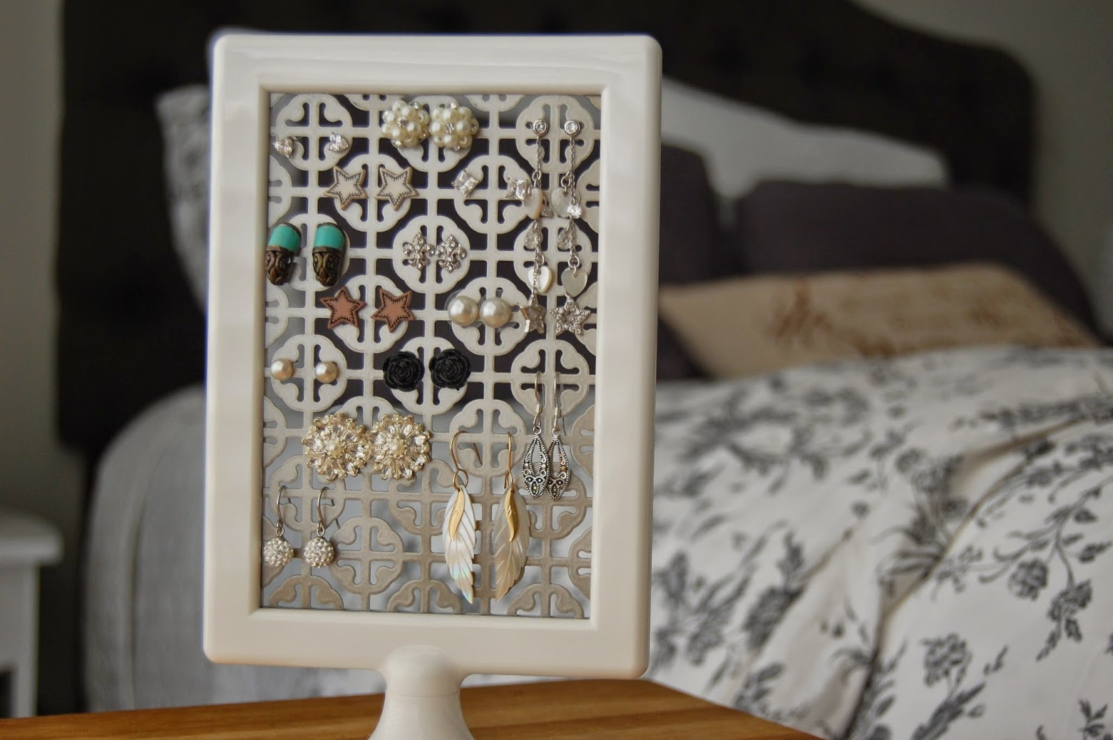 DIY} Stud Earring holder