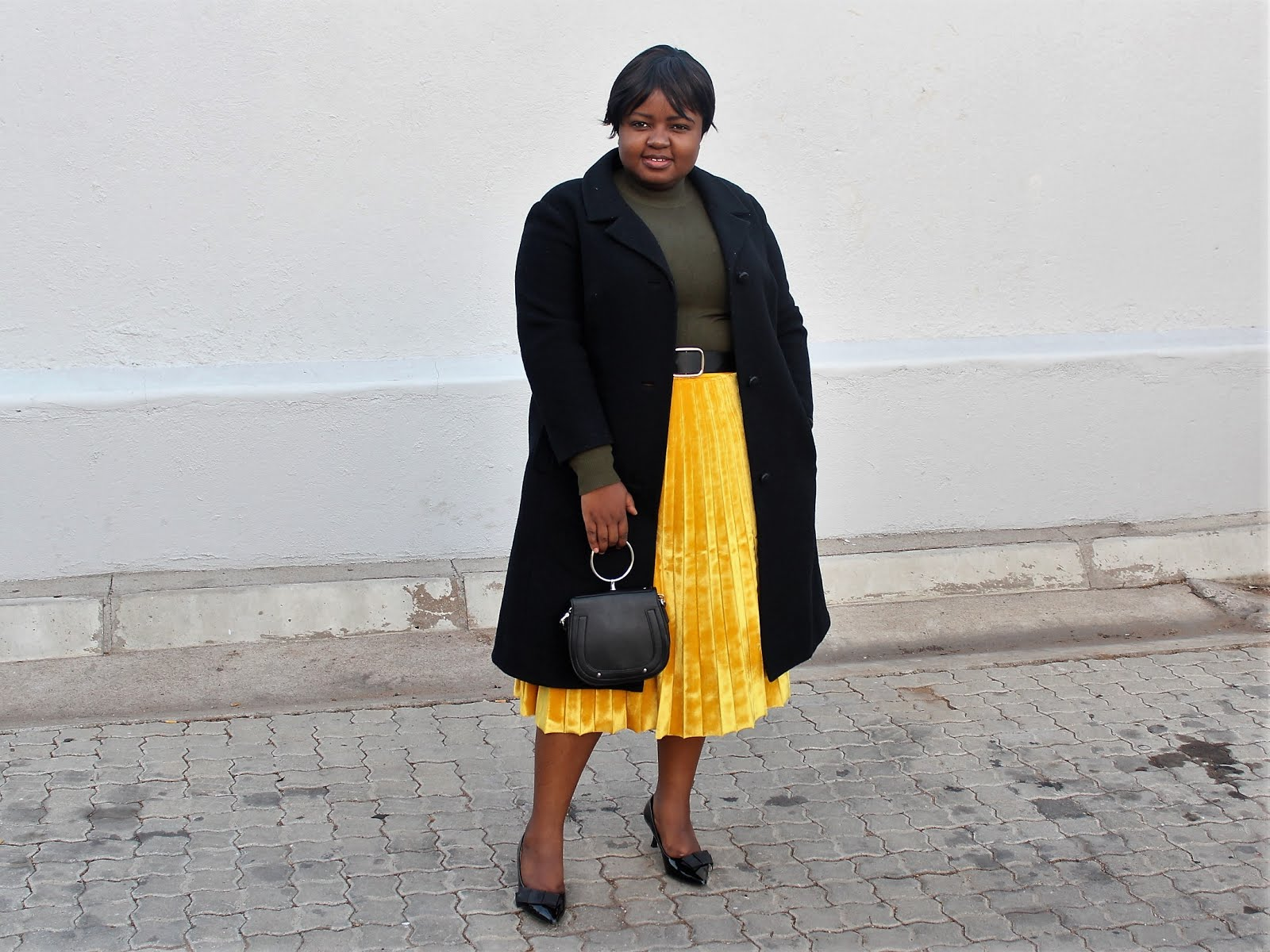 How to wear a mustard yellow skirt