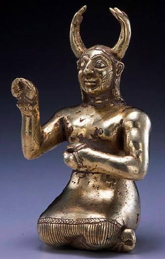 echo ANCIENT WOMEN  HORNED GODESS