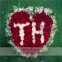 toko bunga valentine, bunga valentine, bunga dan cokelat valentine, buket rose, toko bunga jakarta, rose in vase
