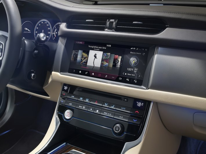 Image 7: 2016 Jaguar XF