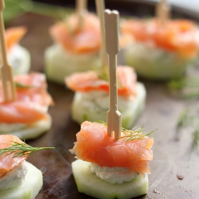 Smoked Salmon and Cream Cheese Cucumber Bites #brunch #appetizer