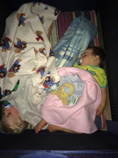 bébé dort paisiblement poussée dentaire et tout