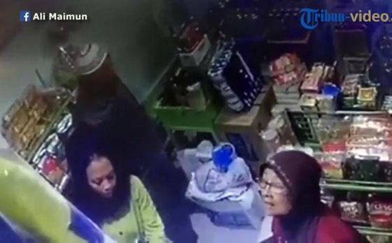 Video Aksi Kakek Nenek Mencuri HP di Terminal Arjosari Yang Terekam CCTV