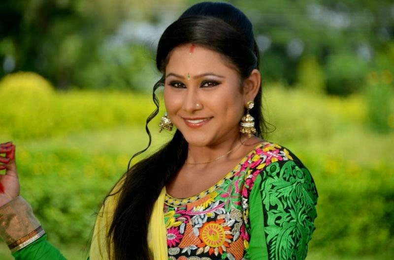 Bhojpuri HOT Actress Priyanka Pandit Yellow Dress Wallpaper