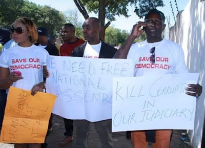 nigerians protest saraki persecution