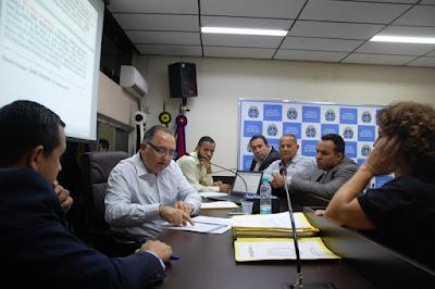 Vereadores abrem investigações para averiguar contratos de uniformes, kits de material e alimentação escolar feitos pela Prefeitura de Registro