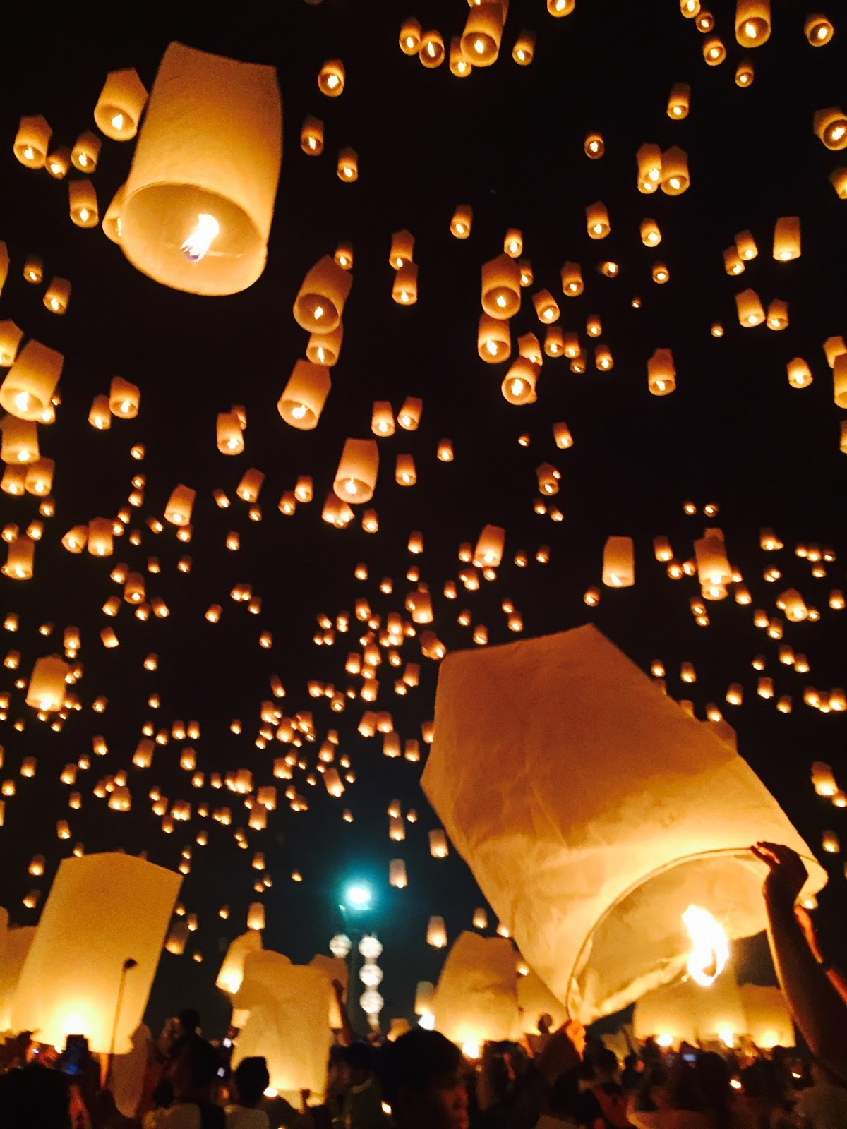 lantern festival_The Complete Guide to The Yee Peng Lantern Festival in Chiang Mai, Thailand | Helene ...
