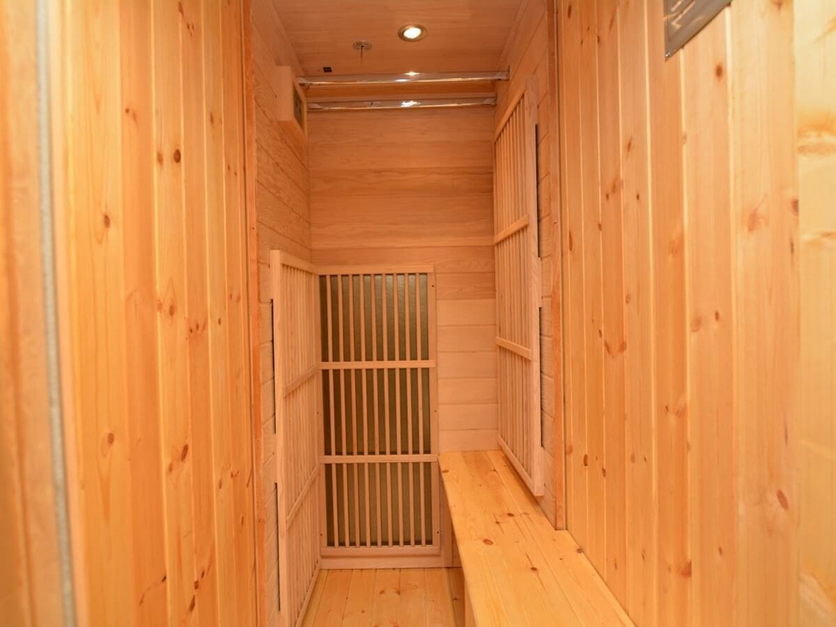 09-Sauna-Farm-Holidays-Tiny-Architecture-Restored-Fire-Truck-www-designstack-co