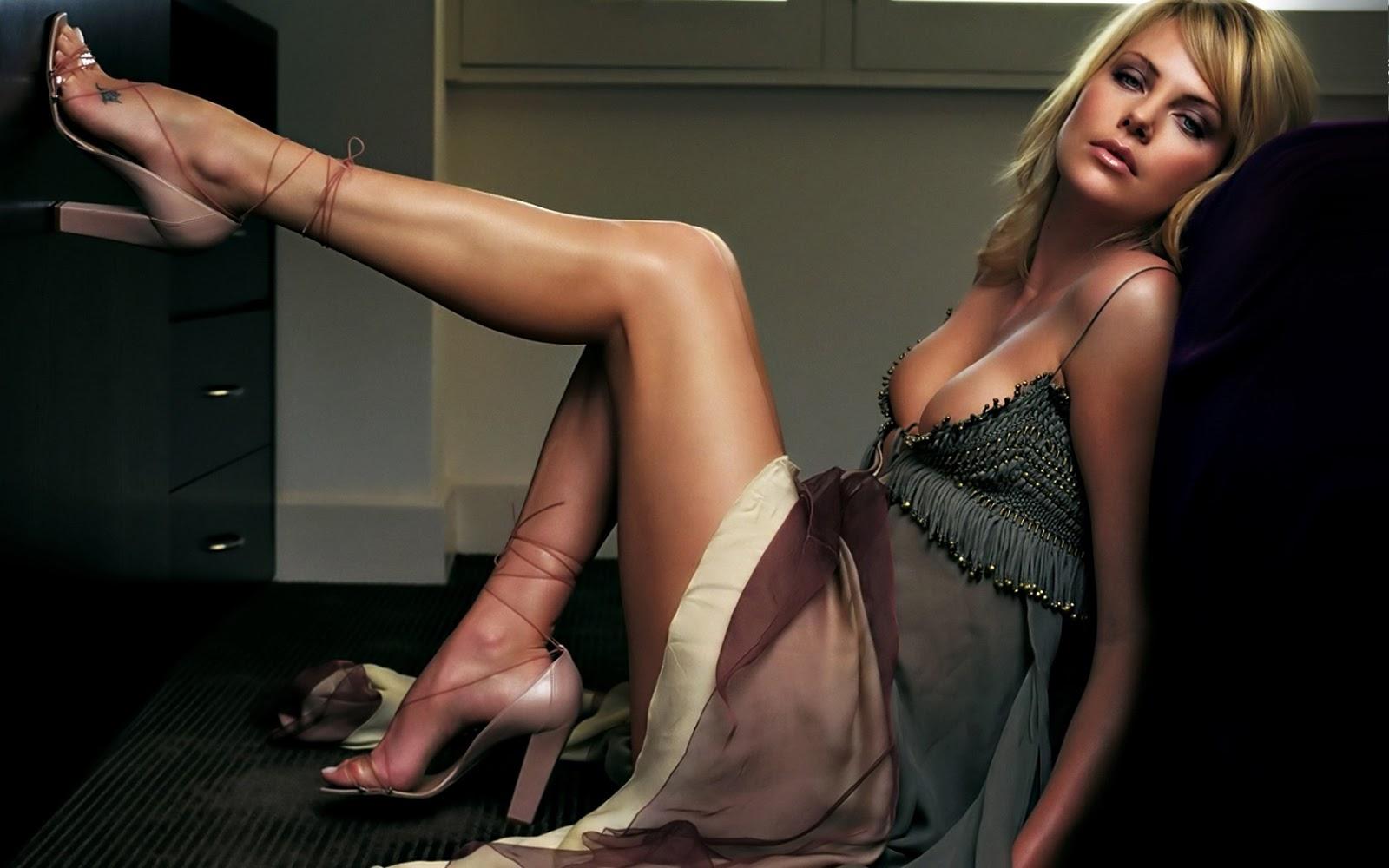 Русскую блондинку ебут трое, Трое русских парней трахают одну девушку - смотреть 12 фотография