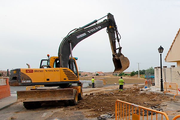 Máquina trabajando en las obras, imagen Ayuntamiento de Illescas