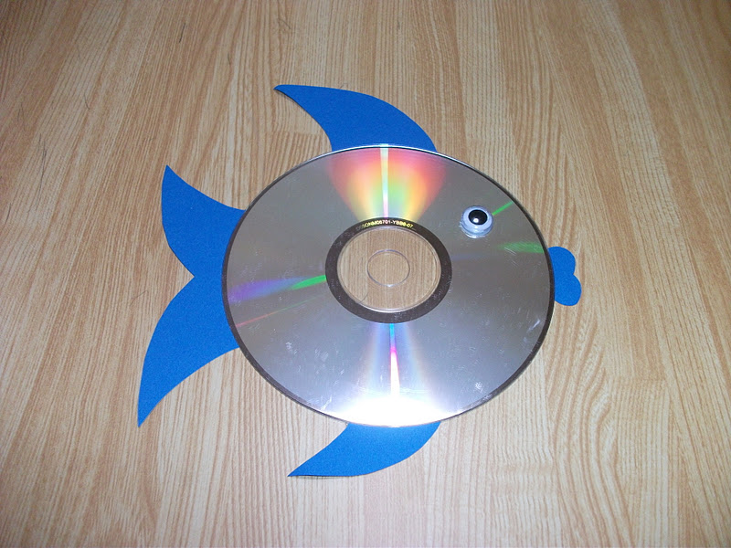 Preschool crafts for kids easy rainbow fish cd craft for Easy wealth out of waste
