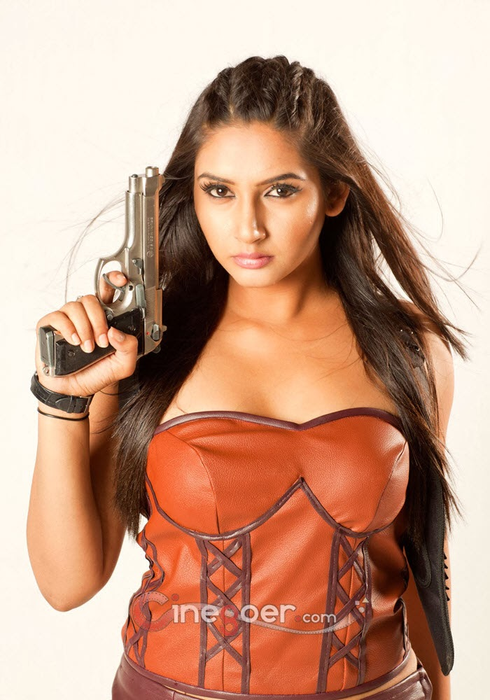 Ragini Dwivedi Hot Photos And Hot Of Sandalwood Kannada Actress