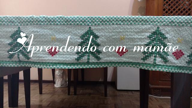 revista bordando tecido xadrez, tecido xadrez, toalha de natal, toalha de natal em tecido xadrez, bordado, linha cléa, tesoura, ponto de cruz duplo, ponto médici, toalha verde, tecido xadrez verde