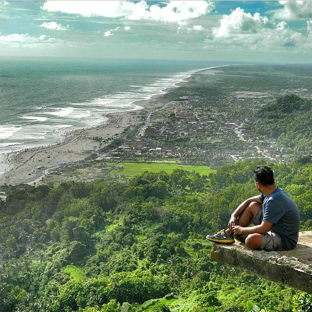 foto pemandangan bukit parang endog