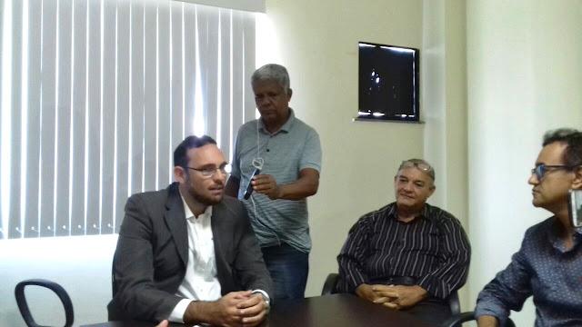 Pré-candidato a estadual Paulo Cezar conquista reforço do Podemos durante coletiva de imprensa, em Alagoinhas