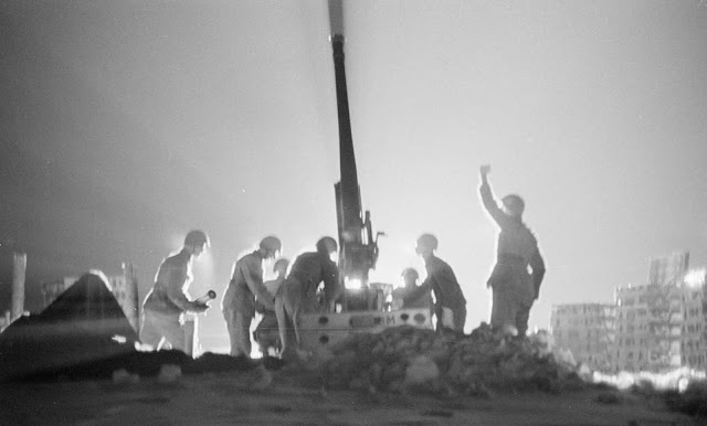 Finnish anti-aircraft crew in action in Helsinki.