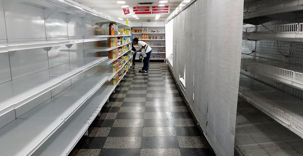Gerente del Excelsior Gama detenido por no llenar los estantes con botellitas de agua mineral