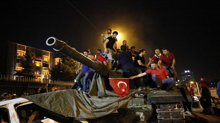 السجن مدى الحياة لـ15 عسكريا في قضية الانقلاب الفاشل بتركيا