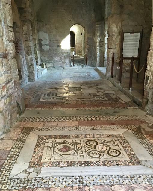 aziz nicholaos kilisesi girişi