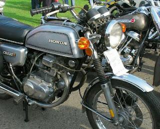 harga Honda CB 200 juga dikatakan masih mahal sesuai dengan gaya klasik yang ada padanya