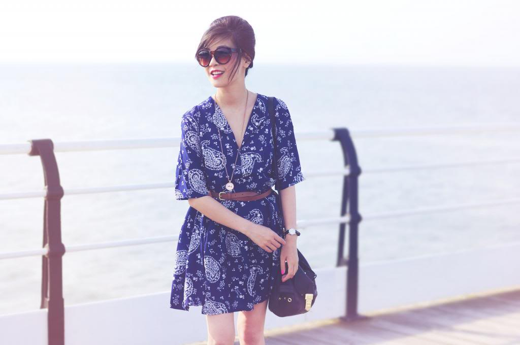 fashion blogger summer style, paisley blue dress, what to wear in summer