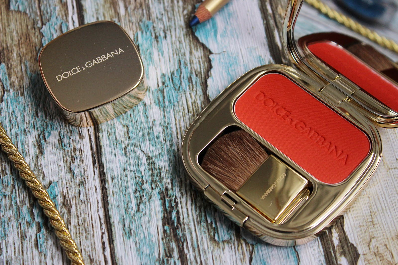 Dolce and Gabanna summer makeup reviewed swatches on pale skin blusher close up