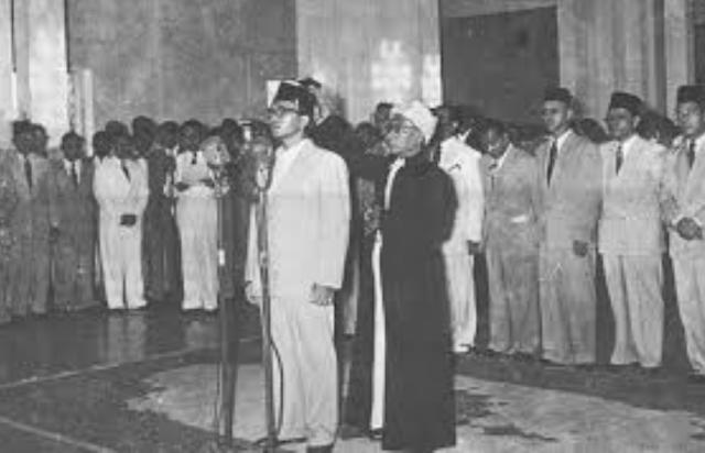 Sumpah Jabatan PM Burhanuddin Harahap. Foto: Pinterest