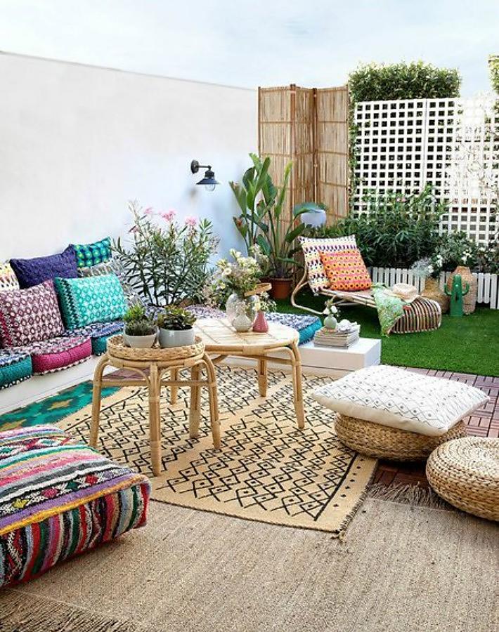 Terraza Decorada Con Muebles Textiles Y Accesorios De Ikea
