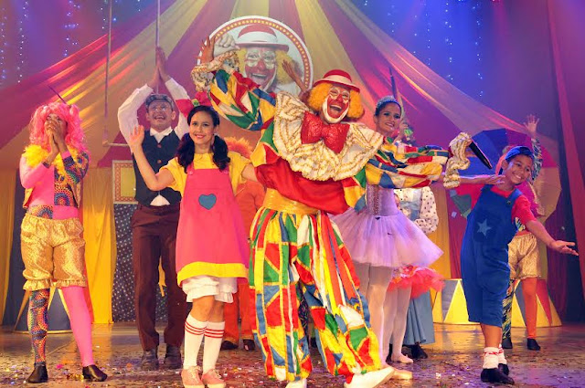 espetáculo Circo Mágico Palhaço Chocolate  com espetáculo Circo Mágico