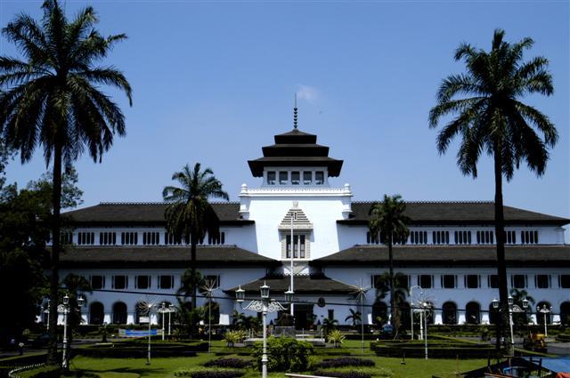 Tempat-Wisata-di-Bandung-Gambar-Gedung-Sate