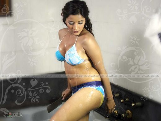 Above bhojpuri actress monalisa boob join