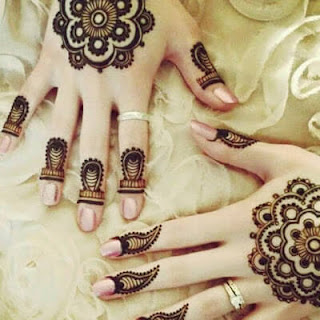 Simple Mehndi designs in fingers