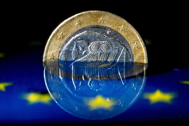 Telegraph: Θα διώξουν την Ελλάδα από το ευρώ για να φοβηθεί η Ιταλία