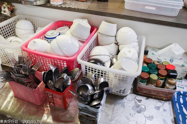 台中大里分享蔬食 蛋包飯份量多,素食套餐平價,同料理第2件8折