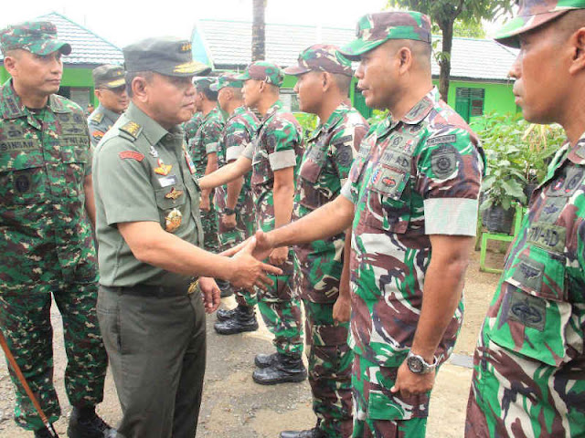 Inspektur Jenderal TNI Kunjungi  Satgas Yonif Para Raider 501 Kostrad