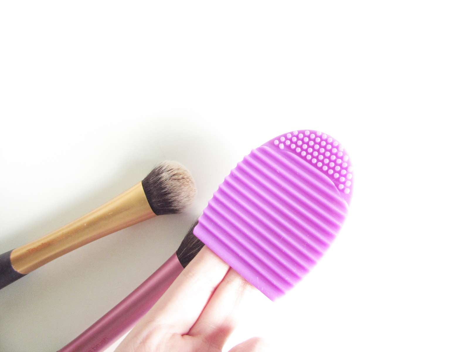 An Easy Way To Clean Your Makeup Brushes with Brushegg